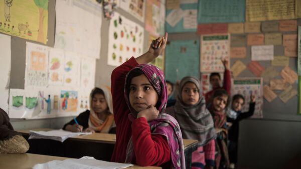 Ученики в классе школы для бывших беспризорных детей Aschiana в Кабуле  - Sputnik Армения