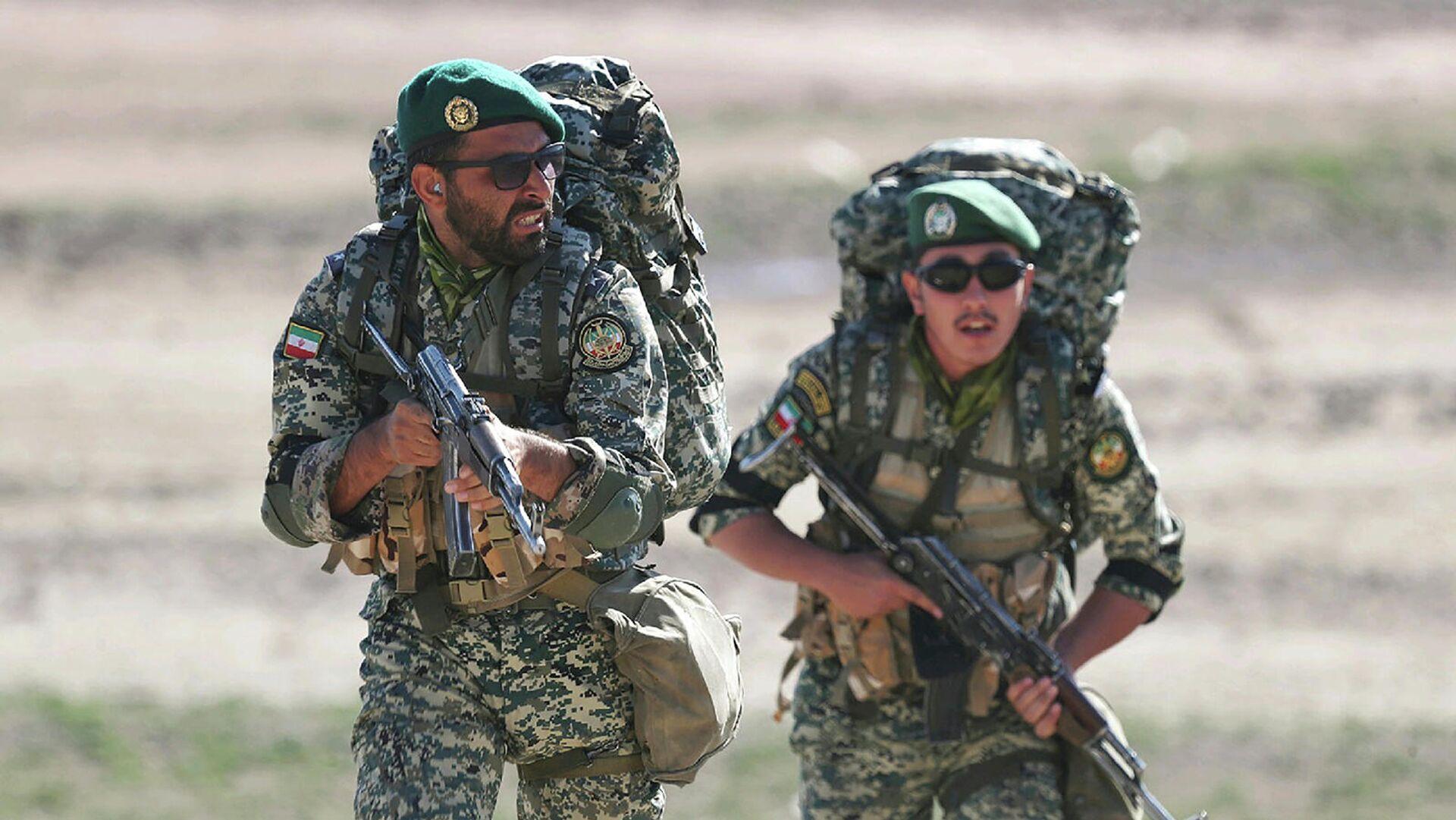 Войска сухопутных войск иранской армии во время масштабных военных учений на границе Ирана с Азербайджаном (2 окбтября 2021). Иран - Sputnik Армения, 1920, 06.10.2021
