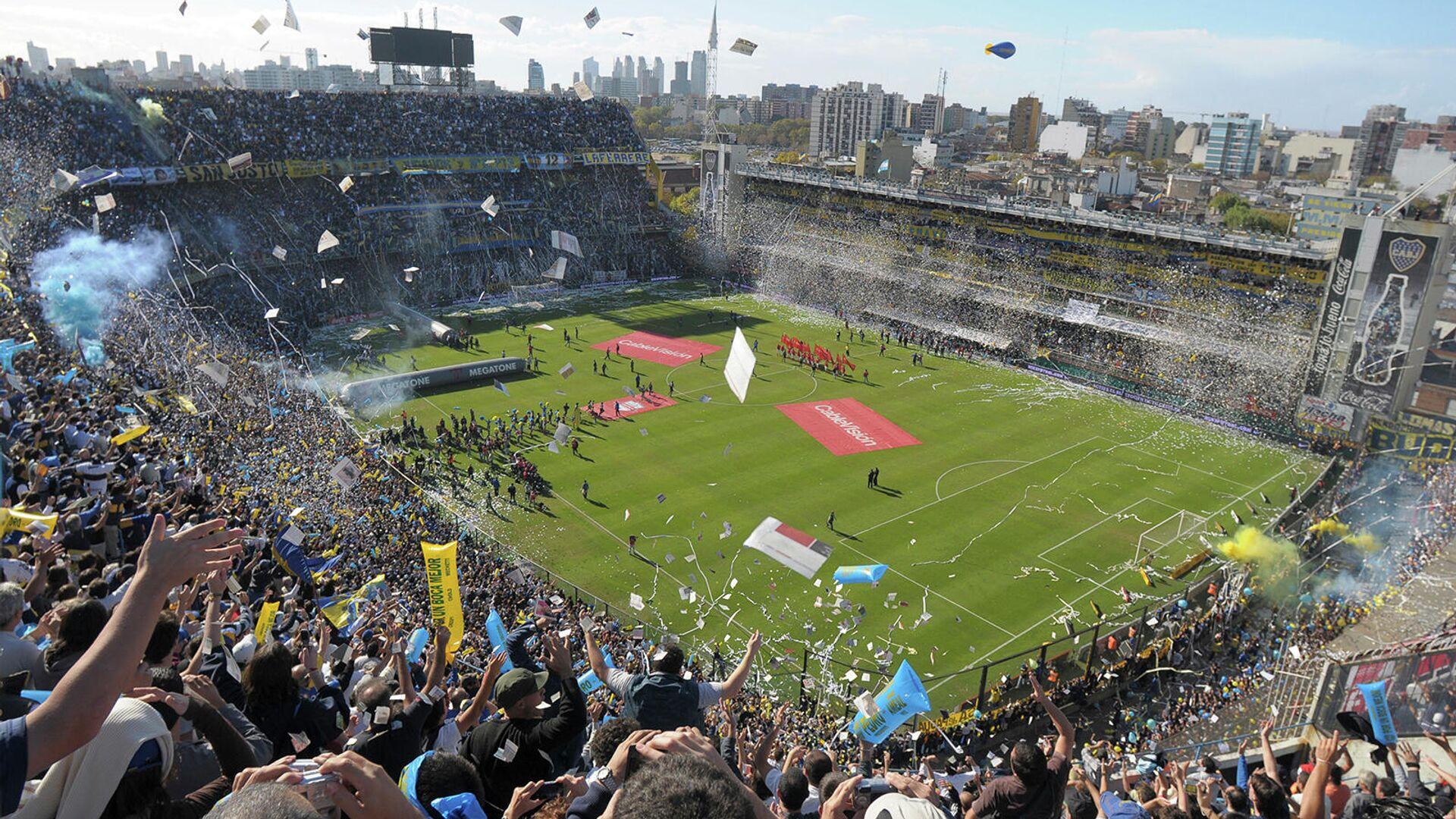 Фанаты Бока Хуниорс аплодируют перед игрой аргентинской футбольной лиги против Ривер Плейт на стадионе Ла Бомбонера (4 мая 2008). Буэнос-Айрес - Sputnik Армения, 1920, 10.10.2021