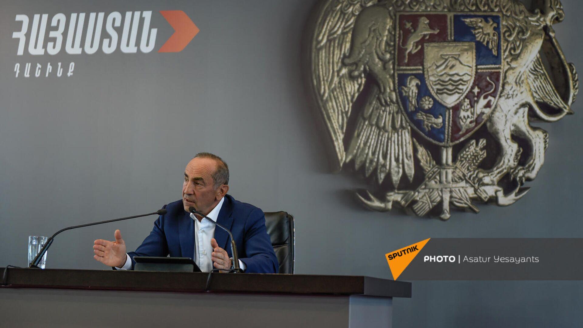 Пресс-конференция второго президента РА, лидера блока Армения Роберта Кочаряна (4 октября 2021). Еревaн - Sputnik Армения, 1920, 14.10.2021