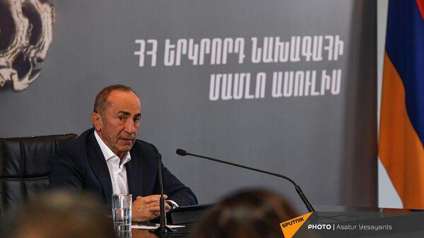 Пресс-конференция второго президента РА, лидера блока Армения Роберта Кочаряна (4 октября 2021). Еревaн - Sputnik Армения