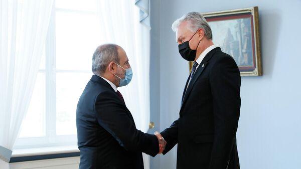 Премьер-министр Никол Пашинян в рамках официального визита в Литву встретился с президентом Литовской Республики Гитанасом Науседой (4 октября 2021). Вильнюс - Sputnik Արմենիա