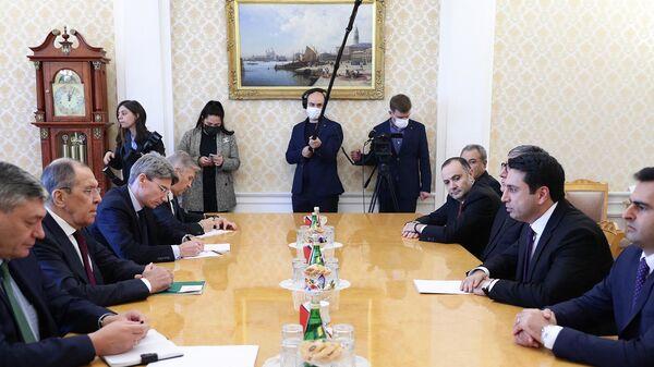 Встреча председателя Национального собрания Армении Алена Симоняна и министра иностранных дел России Сергея Лаврова (4 октября 2021). Москвa - Sputnik Армения