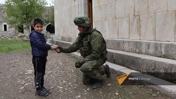 Российские миротворцы в Нагорном Карабахе обеспечивают безопасность посещения монастырского комплекса Амарас - Sputnik Армения