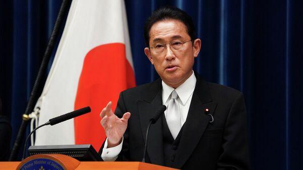 Премьер-министр Японии Фумио Кисида выступает на пресс-конференции (4 октября 2021). Токио - Sputnik Армения