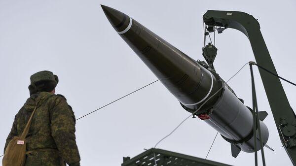Подготовка к пуску ракеты комплекса Искандер-М с полигона Капустин Яр - Sputnik Армения