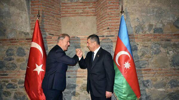 Встреча министра обороны АР Закира Гасанова с турецким коллегой Хулуси Акаром (5 октября 2021). Кахетия - Sputnik Армения
