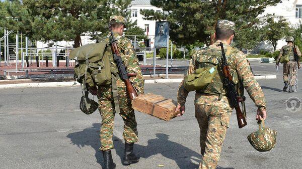 Армянские военнослужащие в 5-й воинской части - Sputnik Армения