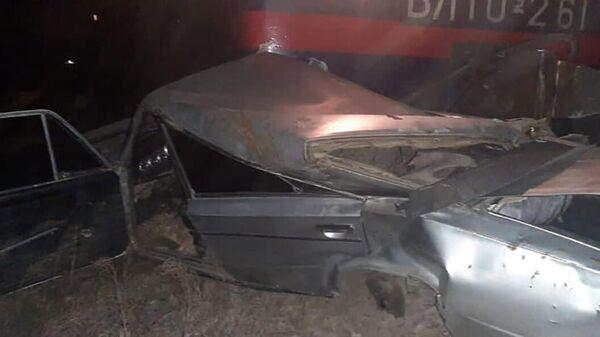 Արարատի մարզում բեռնատար գնացքը մետաղե ջարդոնի է վերածել երկաթուղային գծերի վրա հայտնված մեքենան - Sputnik Արմենիա