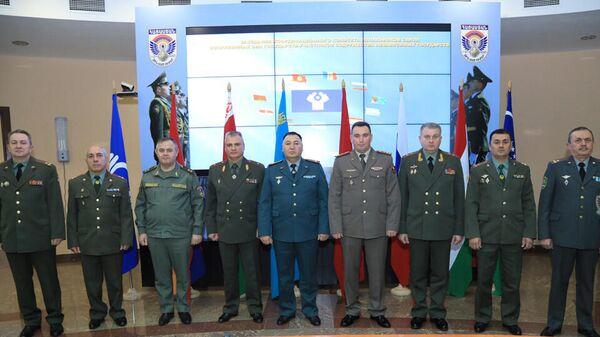 ՀՀ պաշտպանության նախարարությունում  մեկնարկել է ԱՊՀ պետությունների զինված ուժերի կապի պետերի համադրման կոմիտեի հերթական նիստը - Sputnik Արմենիա