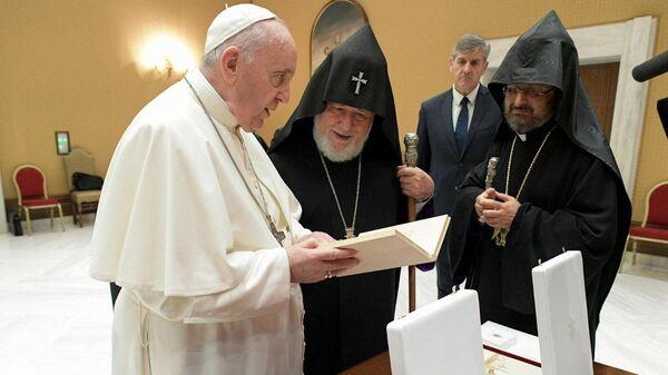 Ամենայն հայոց կաթողիկոս Գարեգին Երկրորդը Վատիկանում հանդիպել է Հռոմի Ֆրանցիսկոս պապի հետ - Sputnik Արմենիա
