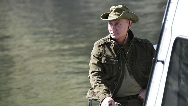 Президент России Владимир Путин во время отдыха на Енисее в Саяно-Шушенском заповеднике в Республике Тыва - Sputnik Արմենիա