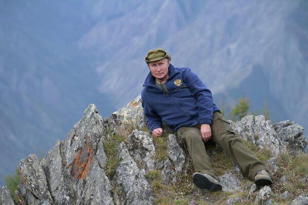 Владимир Путин также любит горные местности. - Sputnik Армения