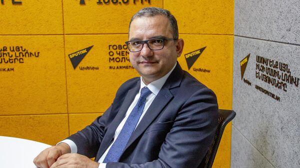 Министр финансов Тигран Хачатрян в гостях радио Sputnik - Sputnik Армения