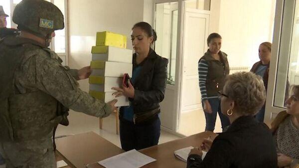 Российские миротворцы провели гуманитарную акцию в поселке Атерк Нагорного Карабаха - Sputnik Армения