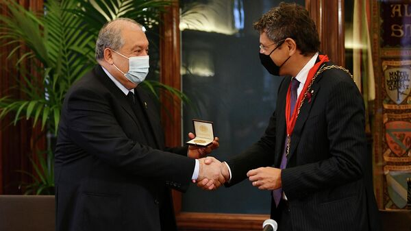 Президент Армении Армен Саркисян с супругой Нуне Саркисян посетил Болонский университет (8 октября 2021). Болонья - Sputnik Армения