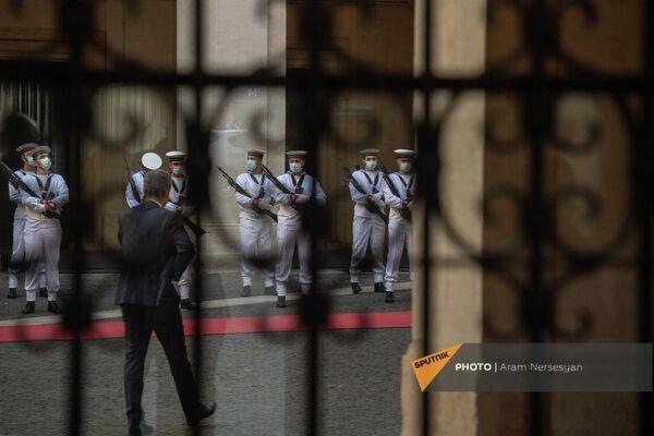 Почетный караул Италии перед началом церемонии встречи президента Армении в Палаццо Киджи - Sputnik Армения