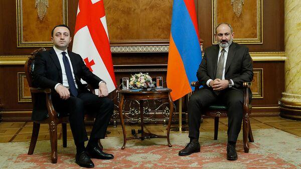 Премьер-министр Армении Никол Пашинян встретился с премьер-министром Грузии Ираклием Гарибашвили (9 октября 2021). Еревaн - Sputnik Армения