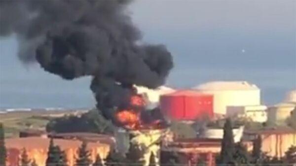 Пожар вспыхнул в одном из резервуаров на территории нефтехранилищ Захрани на юге Ливана - Sputnik Армения