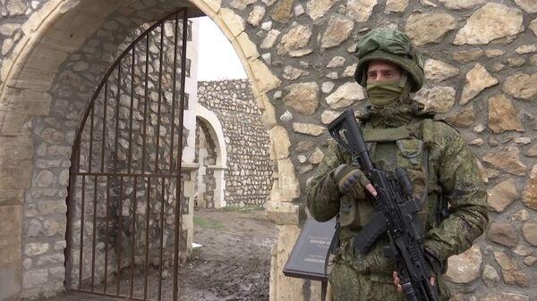 Миротворцы РФ обеспечили безопасное посещение монастыря Амарас паломниками в Карабахе - Sputnik Армения