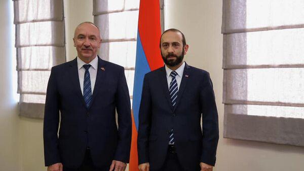 Министр иностранных дел РА Арарат Мирзоян принял посла Беларуси в Армении Александра Конюка (11 октября 2021). Еревaн - Sputnik Армения
