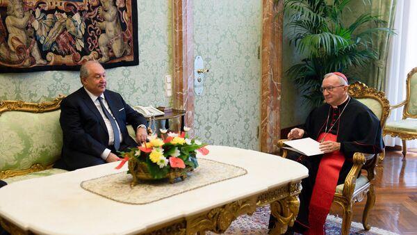 Президент Армен Саркисян встретился с госсекретарем Святого Престола кардиналом Пьетро Паролином (11 октября 2021). Ватикан - Sputnik Армения