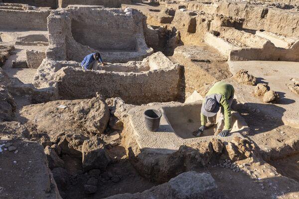 Раскопки в древнем винодельческом комплексе возрастом около 1500 лет в израильском городе Явне. - Sputnik Армения
