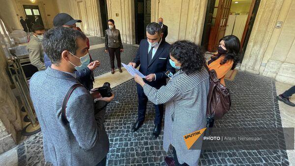 Армянские журналисты получили результат на тест - Sputnik Армения