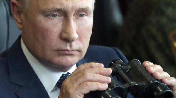 Президент России Владимир Путин на полигоне Мулино во время основного этапа совместного стратегического учения вооружённых сил РФ и Белоруссии Запад-2021 (13 сентября 2021). Нижегородская область - Sputnik Армения