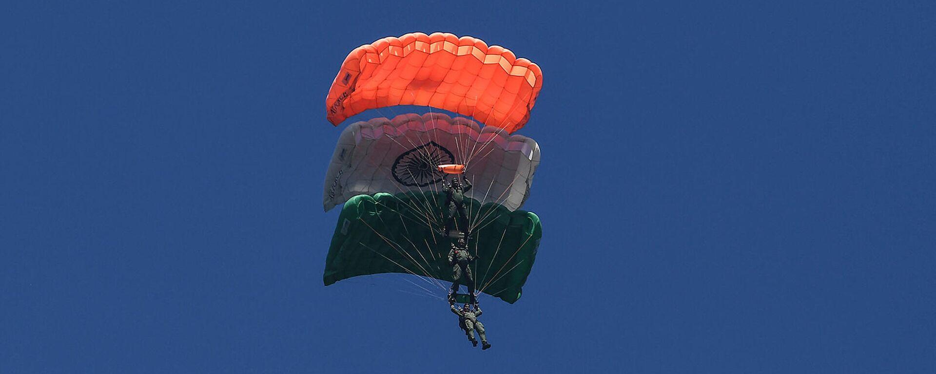 Десантники ВВС Индии во время авиашоу в Сринагаре - Sputnik Армения, 1920, 11.10.2021