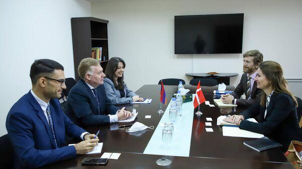 Политические консультации между внешнеполитическими ведомствами Армении и Дании (11 октября 2021). Еревaн - Sputnik Армения