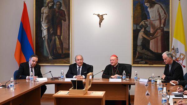 ՀՀ նախագահն այցելել է Սուրբ Աթոռի մշակույթի քահանայապետական խորհուրդ - Sputnik Արմենիա