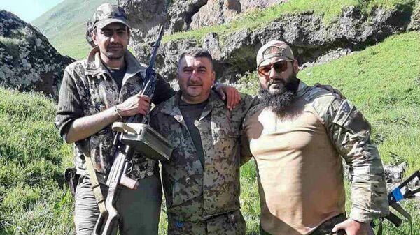Аруш Арушанян с боевыми товарищами - Sputnik Արմենիա