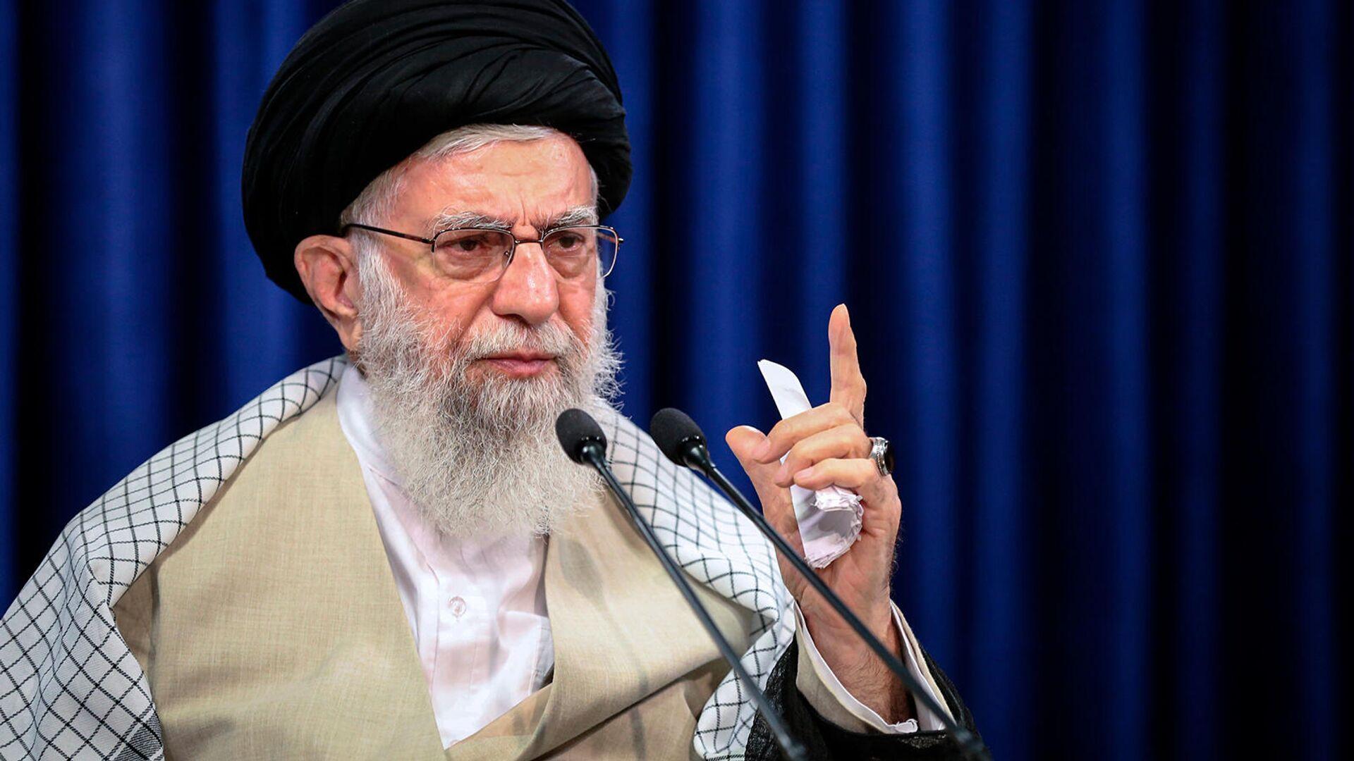 Верховный лидер Ирана Аятолла Али Хаменеи обращается к нации с телевизионной речью, посвященной празднику Ид аль-Адха (31 июля 2020). Тегеран - Sputnik Արմենիա, 1920, 12.10.2021