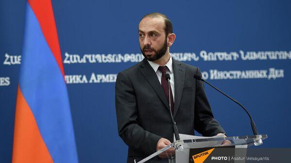 Главы МИД Армении и Индии Арарат Мирзоян и Субраманьям Джайшанкар на пресс-конференции (13 октября 2021). Еревaн - Sputnik Армения