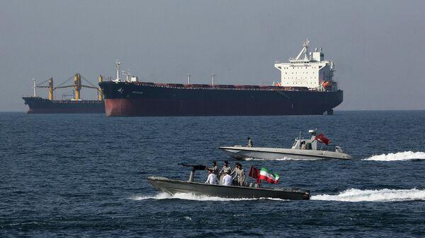 Вид на корабли в Персидском заливе с побережья Ирана - Sputnik Армения