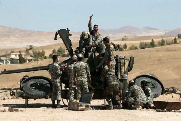 Военнослужащие у двойной зенитной пушки во время совместных военных учений иранской армии и Корпуса стражей Исламской революции. - Sputnik Армения