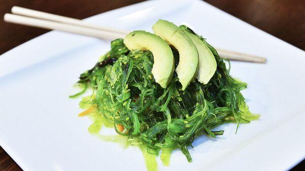 Салат из морской капусты с авокадо - Sputnik Армения