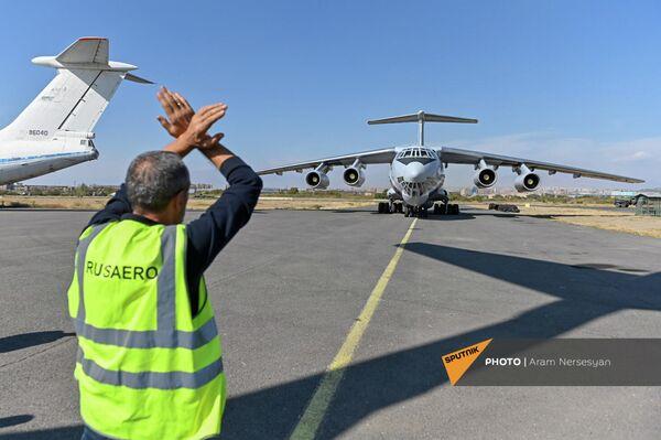 Грузовой самолет с партией вакцины от коронавируса в аэропорту Эребуни - Sputnik Армения