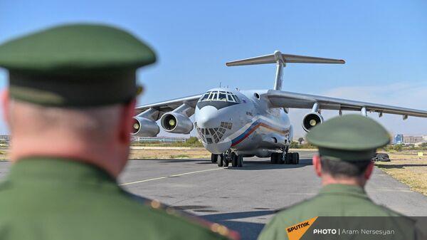 Պատվաստանյութը Հայաստան բերած ինքնաթիռը - Sputnik Արմենիա