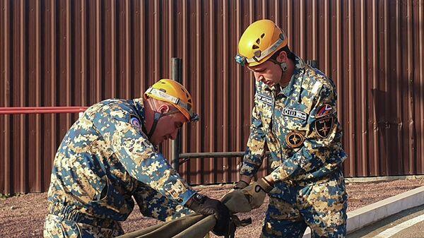 Спасательный отряд проводит поиск тел в Гадрутском районе - Sputnik Армения