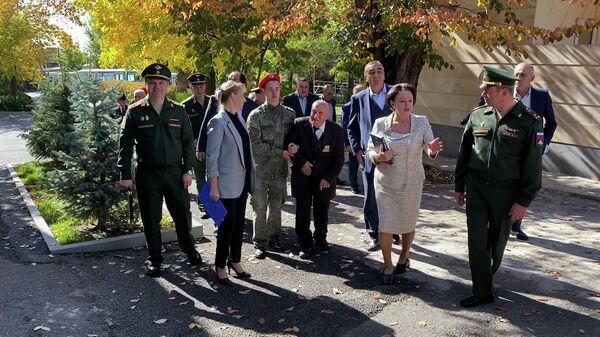 Ветераны ВОВ и воины-афганцы провели встречу с юнармейцами в армянской столице - Sputnik Армения
