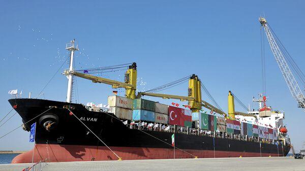 Грузовое судно в порту Чабахар в Оманском заливе на юго-востоке Ирана - Sputnik Армения