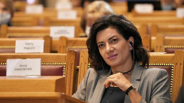 Анна Акопян на пленарном заседании Миссия женщин в развитии дипломатии мира и доверия третьего Евразийского женского форума (15 октября 2021). Санкт-Петербург - Sputnik Армения
