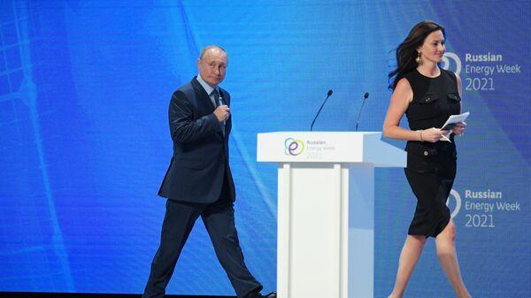 Президент РФ В. Путин принял участие в пленарном заседании форума Российская энергетическая неделя - Sputnik Армения