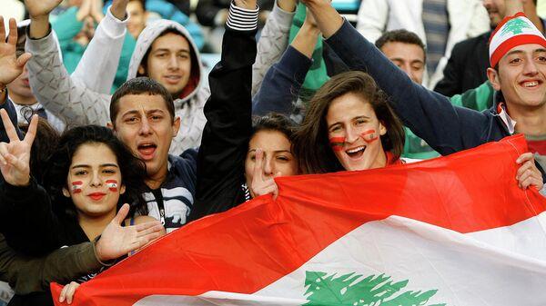 Ливанские футбольные болельщики на стадионе - Sputnik Армения