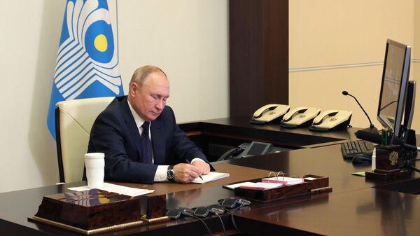 Президент России Владимир Путин во время заседании Совета глав государств - участников СНГ (15 октября 2021). Москвa - Sputnik Армения