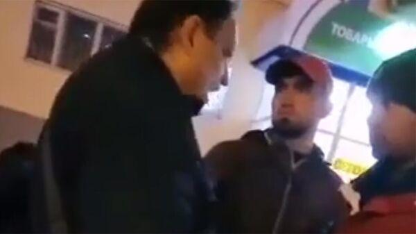 Мигранта, который устроил конфликт с пенсионером в Самаре, выдворят из России.  - Sputnik Армения
