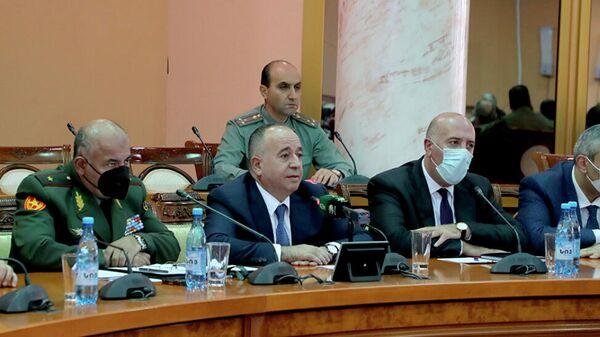 Министр обороны Аршак Карапетян встретился с родственниками военнослужащих-добровольцев, погибших, пропавших без вести или взятых в плен в ходе 44-дневной войны (18 октяюря 2021). Еревaн - Sputnik Армения