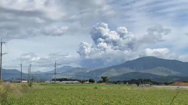 В Японии начал извергаться один из крупнейших в мире вулканов — Асо. - Sputnik Արմենիա